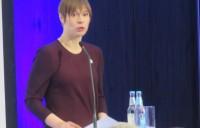 Vabariigi President Kersti Kaljulaid kõnelemas konverentsil